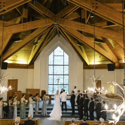 Should You Move Your Wedding in 2021? Advice for Recently Engaged Couples!